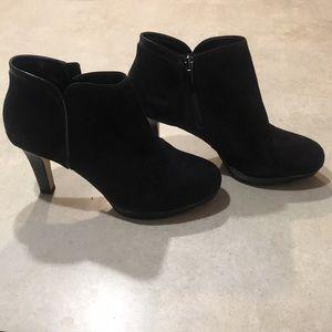 Clark's Artisan Low Boot Heel. W 9